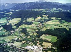 "FBS from above (in the foreground). Looking northwest over ""Liesling"" and ""Buchbach"". Two mountains are seen at the horizon: Rax (2007 m) left, and Schneeberg (2076 m) right of the center.<br><strong>Image: AMIDO HandelsgesmbH, A-4722 Peuerbach</strong>"
